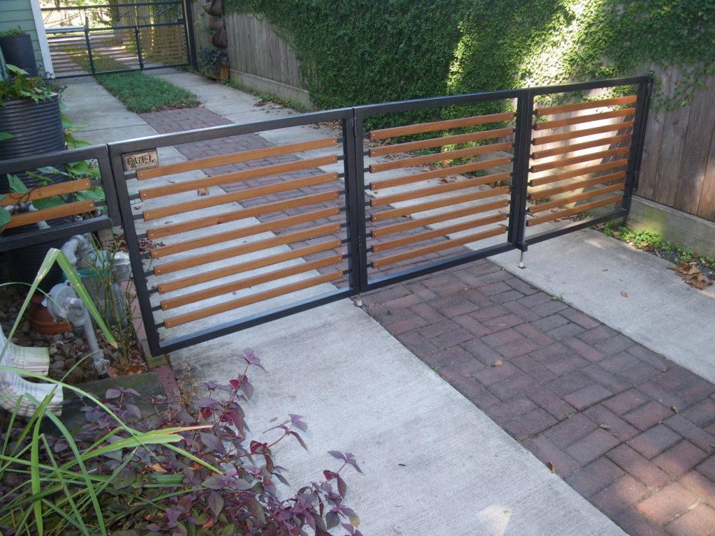 Bifold driveway gate